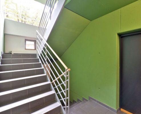 Покраска стен в подъезде
